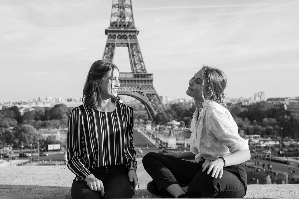 Chatting in Paris