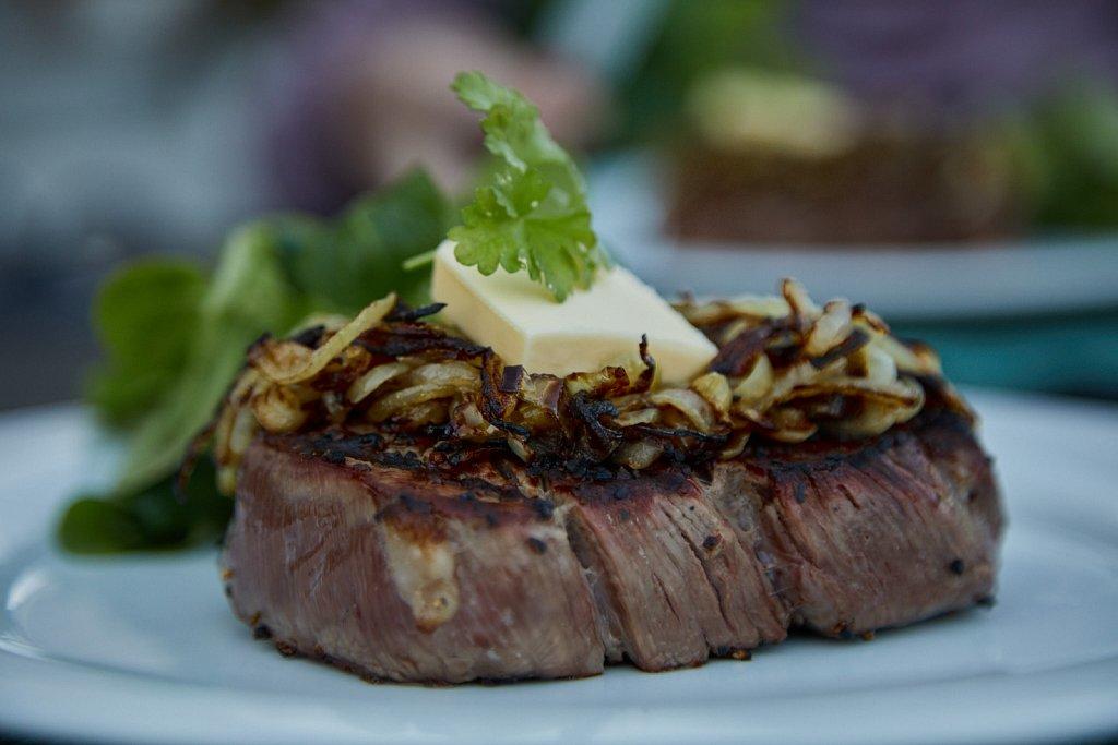 Black-BG-Steaks-0097.jpg